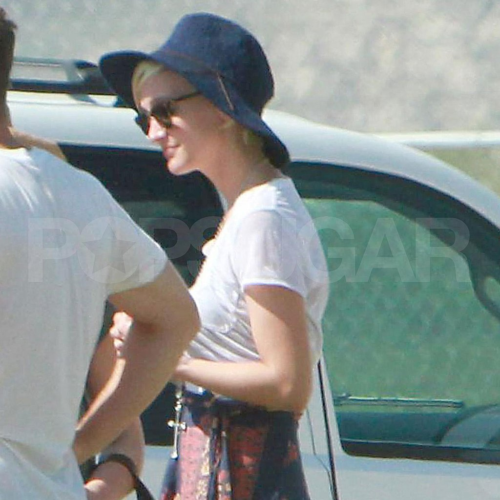 Ashlee Simpson leaving Cabo.