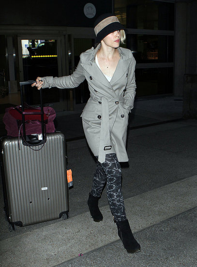 Rachel McAdams wore airplane-friendly clothes.