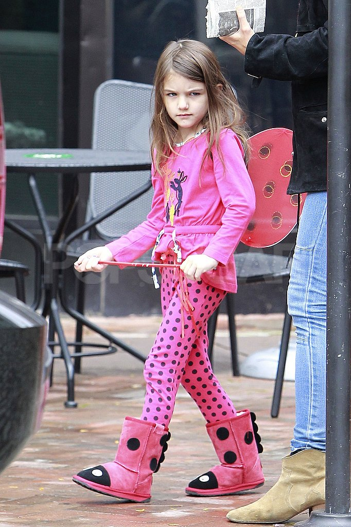 Suri Cruise dressed in costume.