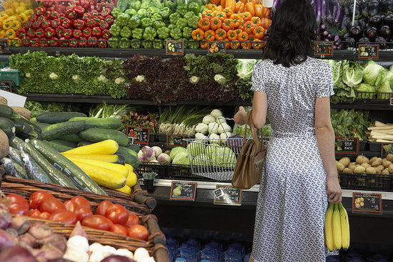 Don't Let the Grocery Store Wreck Your Diet: 5 Healthy Shopping Tips