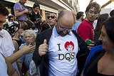A man wears a shirt with an image of the Duchess of Alba.