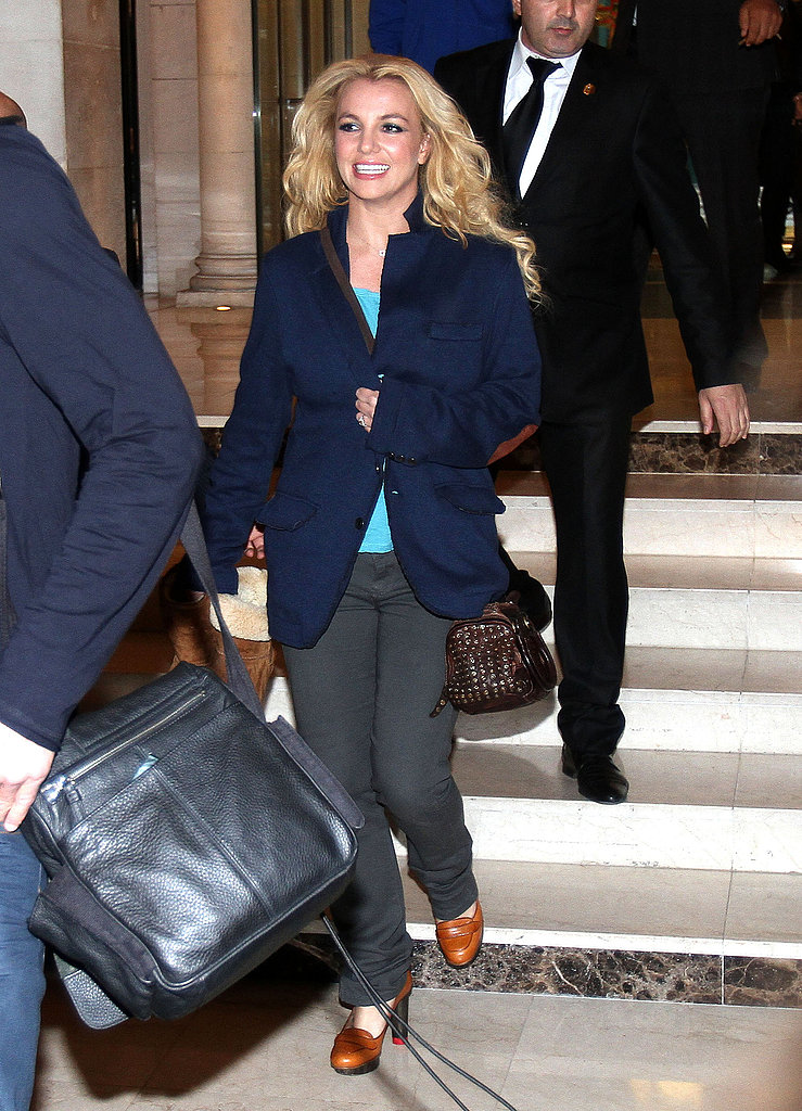 Britney Spears left her hotel in Paris.