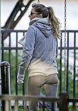 Gisele Bundchen showed off her fit form in leggings.