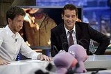 Clive Owen gets into the action on El Hormiguero.