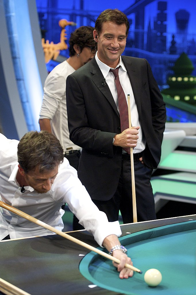 Clive Owen in a pool match for El Hormiguero.