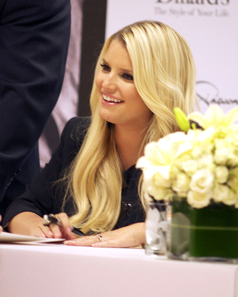 Jessica Simpson sat next to a bouquet of white flowers.