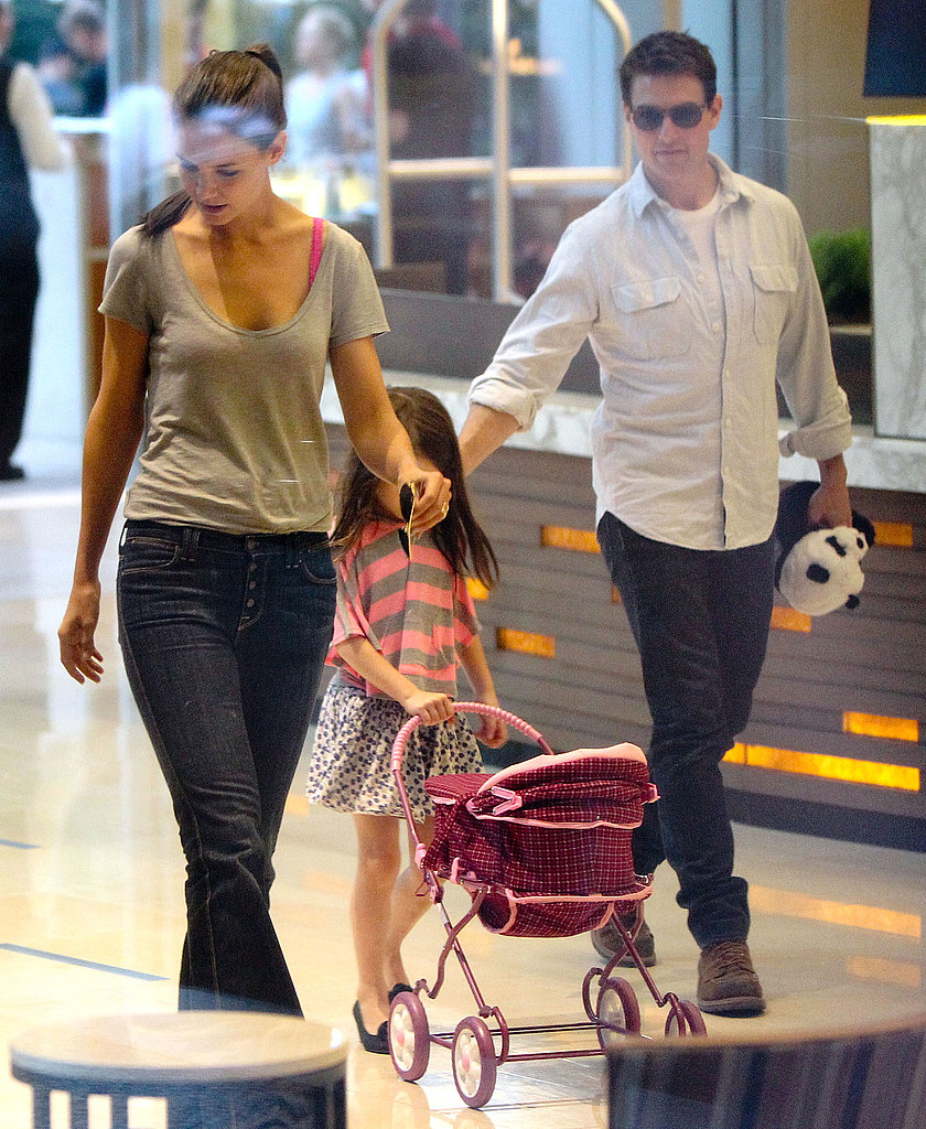 Tom Cruise carried a stuffed panda for Suri Cruise in Pittsburg.