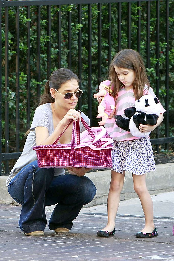 Katie Holmes held a carrier out for Suri Cruise's doll and panda bear.
