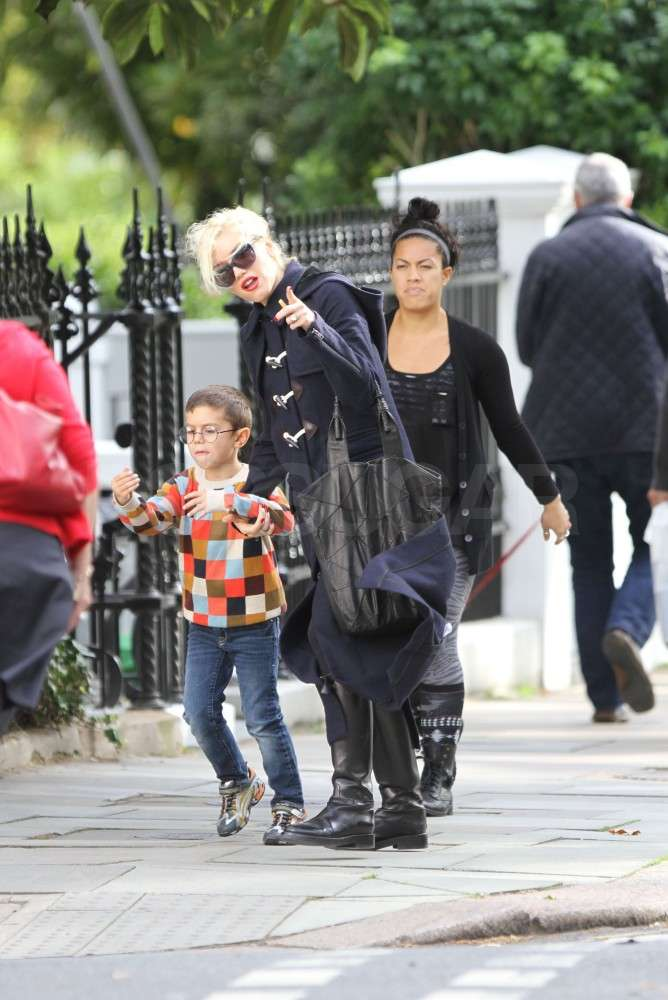 Gwen Stefani held Kingston Rossdale's hand.