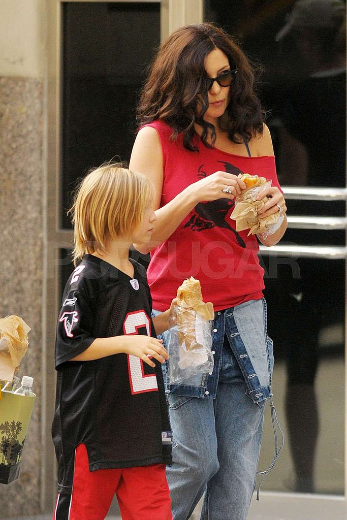Kate and Ryder snacked on set.