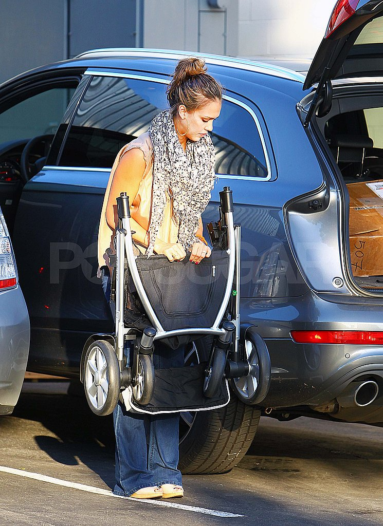 Jessica Alba loading her car in LA.