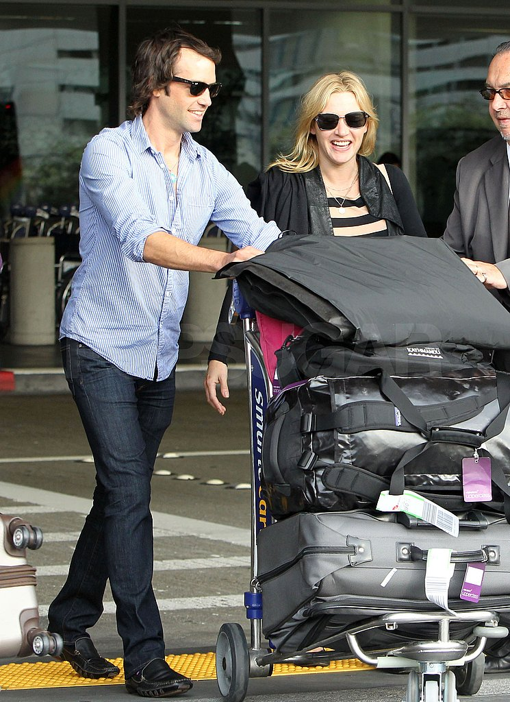 Ned pushed their luggage.