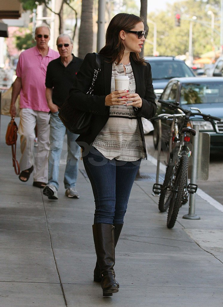Jennifer Garner picks up coffee with a friend.