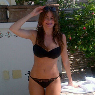 Sofia Vergara Sexy Black Bikini Pictures in Mexico