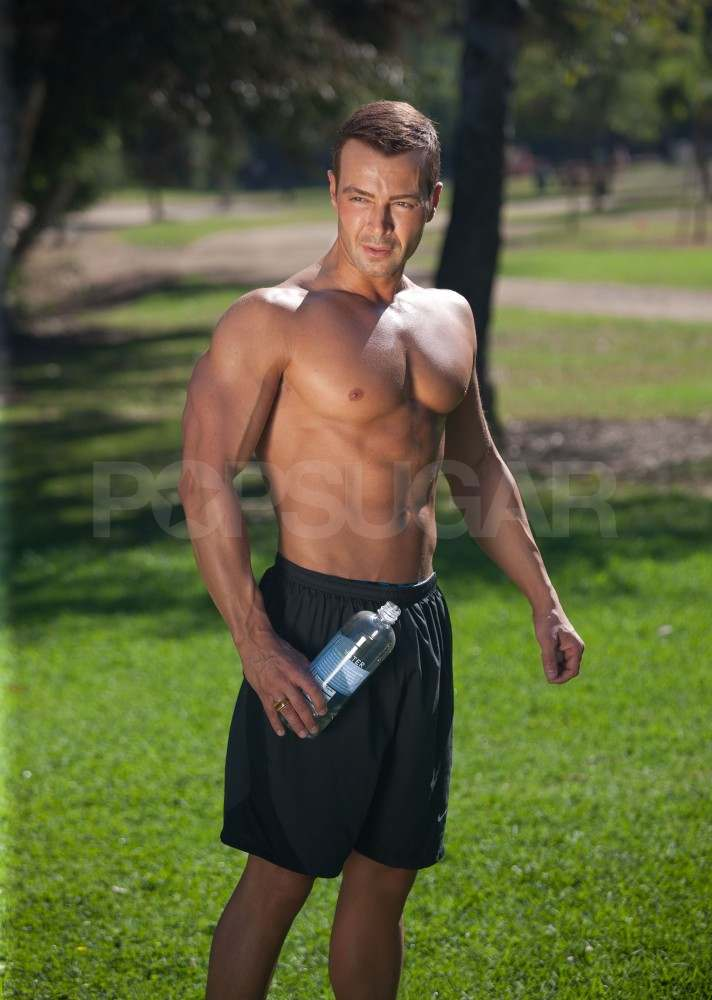 Shirtless Joey Lawrence working out.