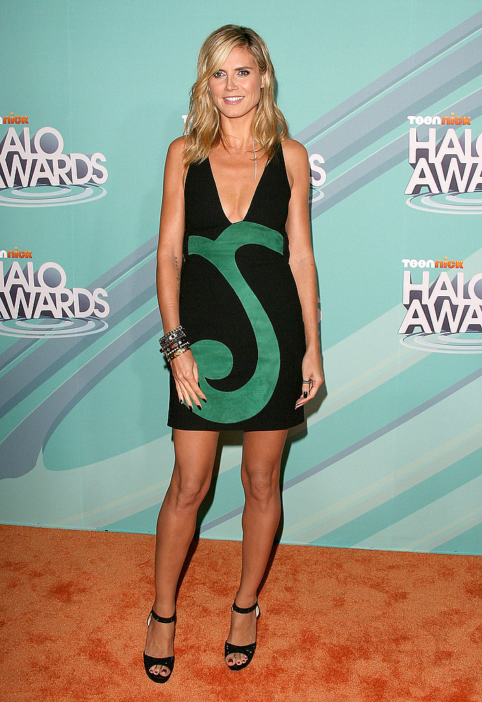 Heidi Klum posed for photos on the orange carpet.