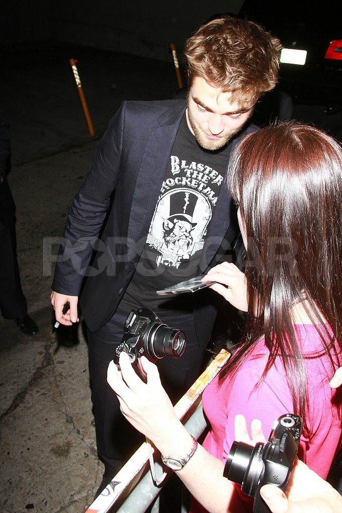 Robert Pattinson agreed to take a photo with a fan.