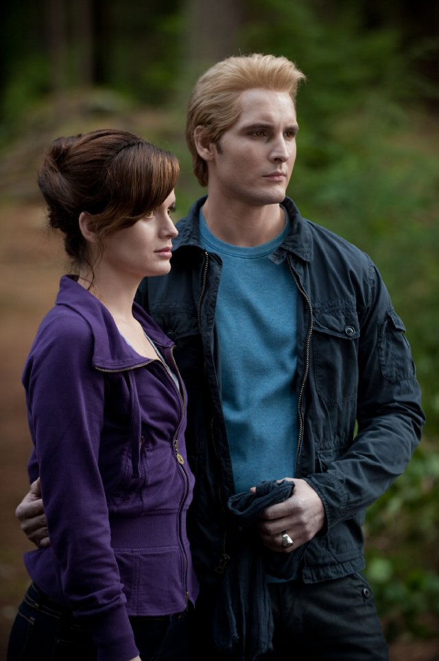 Carlisle and Esme share a serious moment in Eclipse.