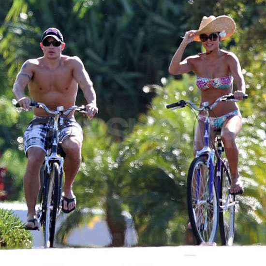 Vanessa Minnillo biked around Maui with Nick Lachey.