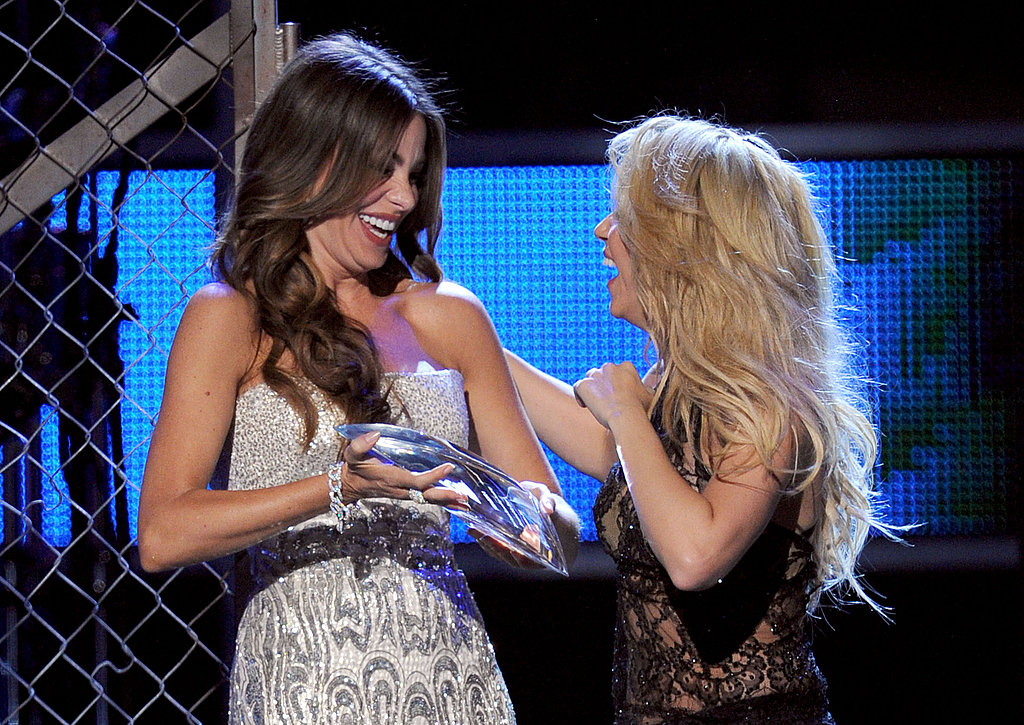 Sofia Vergara presented Shakira with a Latin Grammy.