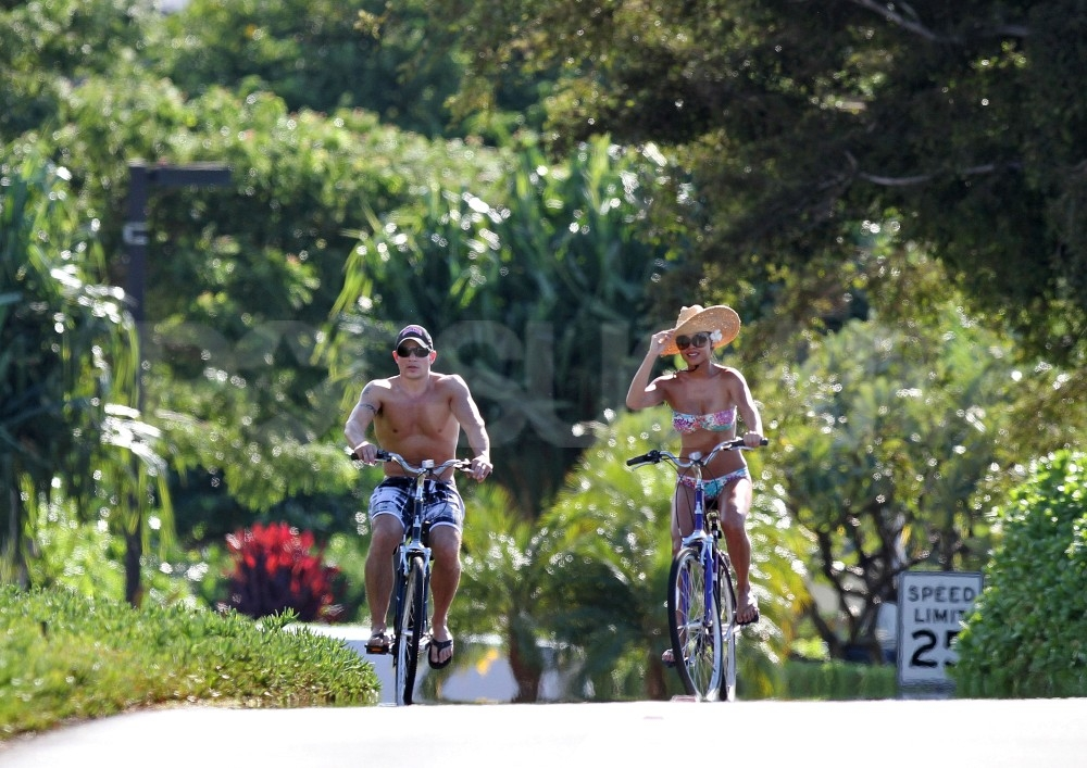 Nick Lachey and Vanessa Minnillo in Maui.