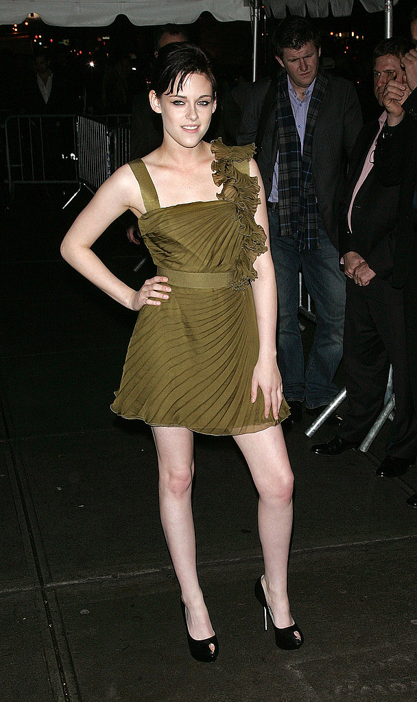 Kristen donned an olive Valentino dress for the New Moon screening in NYC in 2009.