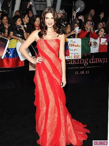 Which Twilight Lady was best dresses at Breaking Dawn 1 Premiere?