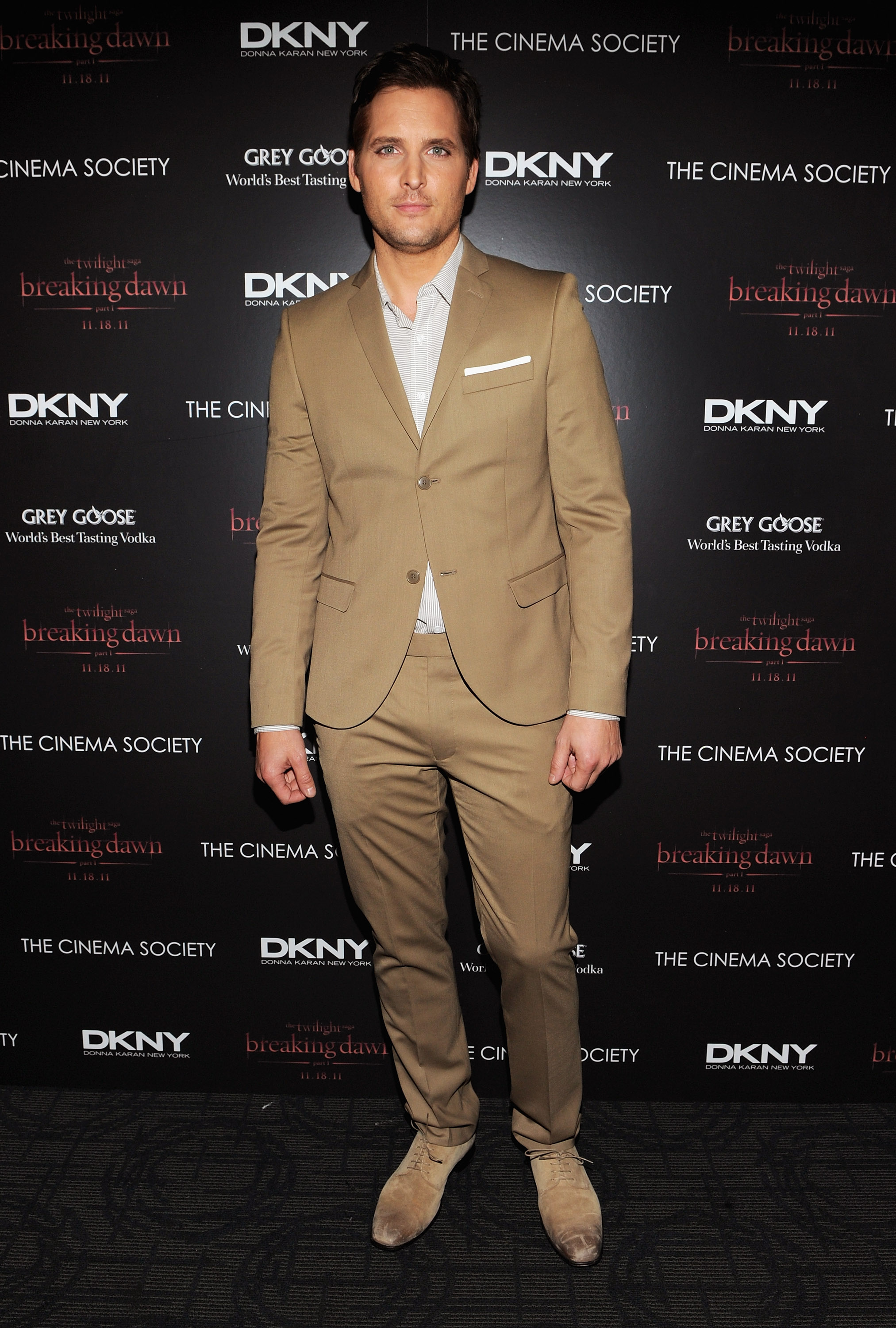 Peter Facinelli wore a slim suit to a screening of Breaking Dawn.