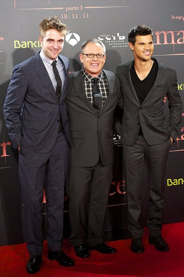 Robert Pattinson, Bill Condon, and Taylor Lautner promote Breaking Dawn Part 1 in Barcelona.