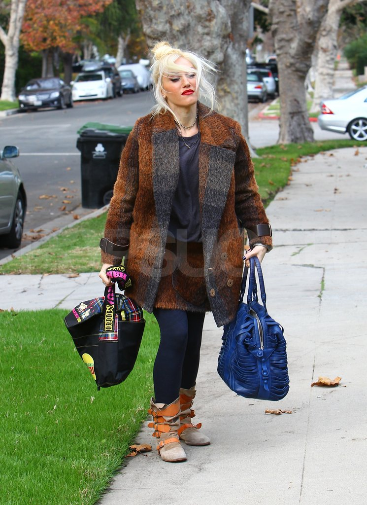 Gwen Stefani carried her sons' bags.