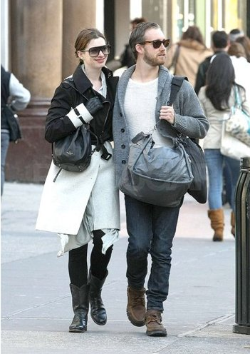Adam Shulman and Anne Hathaway engaged in a little PDA during a stroll through the Big Apple in November 2011.
