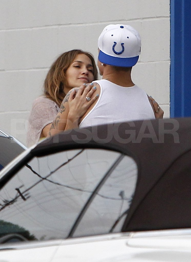 Jennifer Lopez and Casper Smart gazed into each other's eyes.