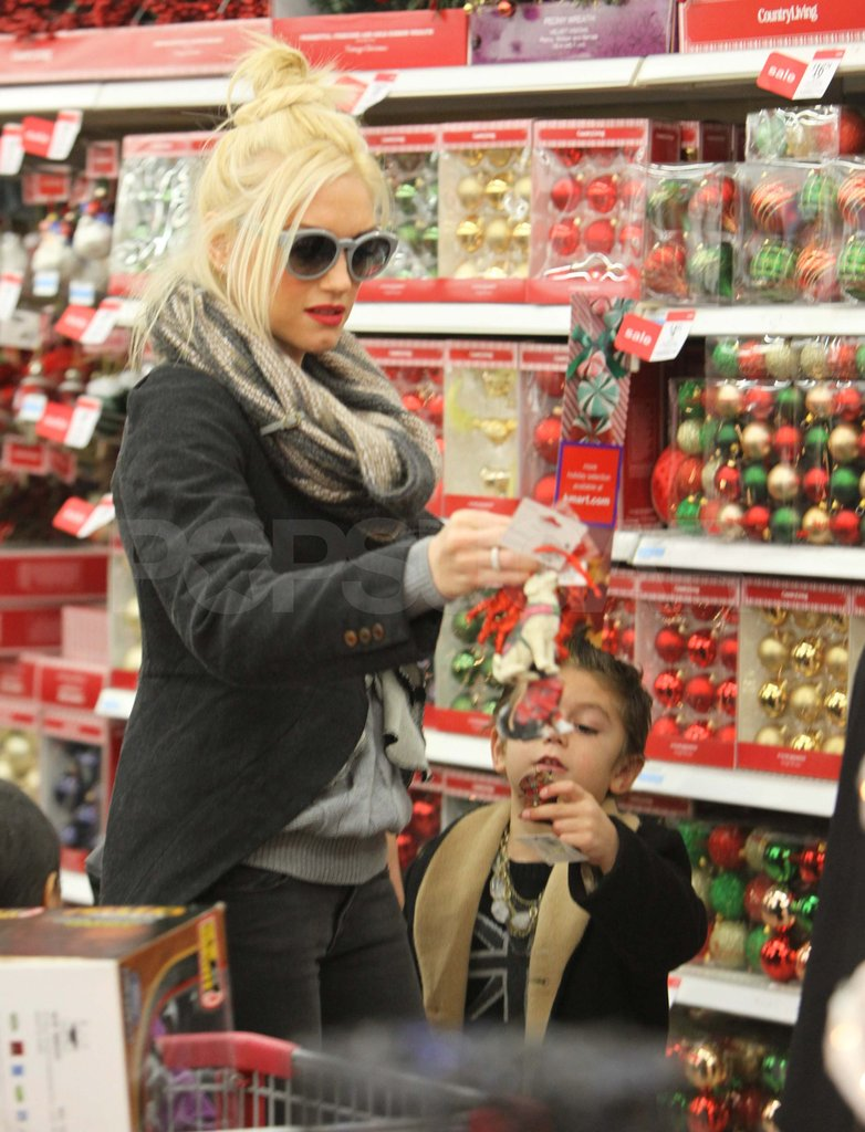 Gwen Stefani and Kingston looking at Christmas decorations.
