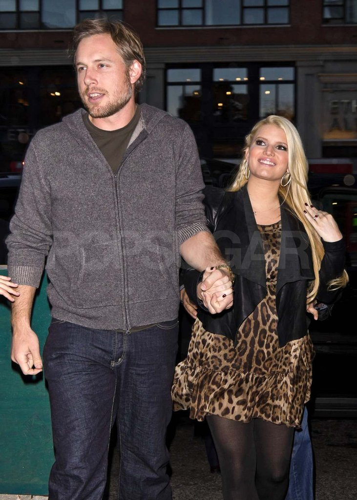 Pregnant Jessica Simpson with Eric Johnson in NYC.