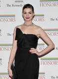 Anne Hathaway put her hand on her hip.