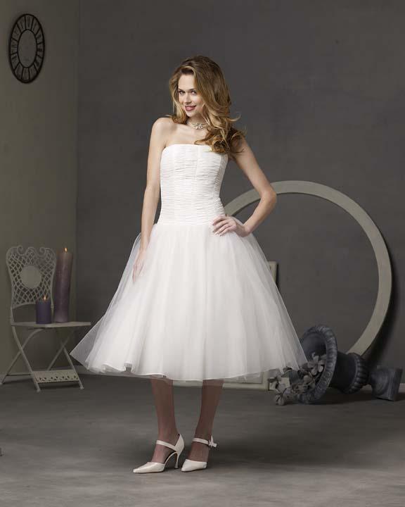 ...свадебное вечернее коктейльное платье из атласа и шифона А-силуэта...