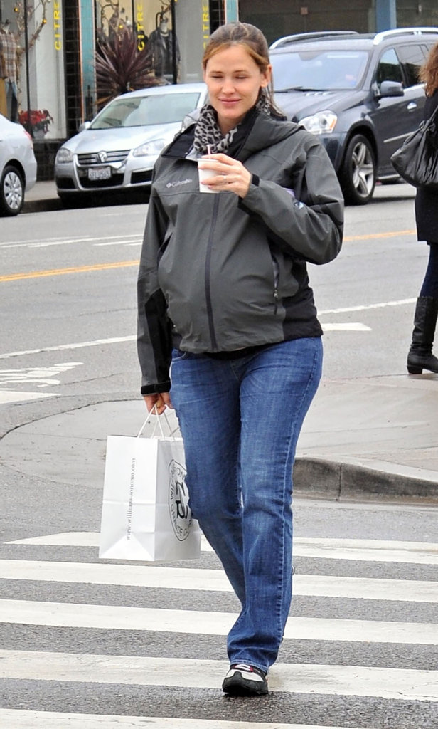 Pregnant Jennifer Garner ran errands in LA.