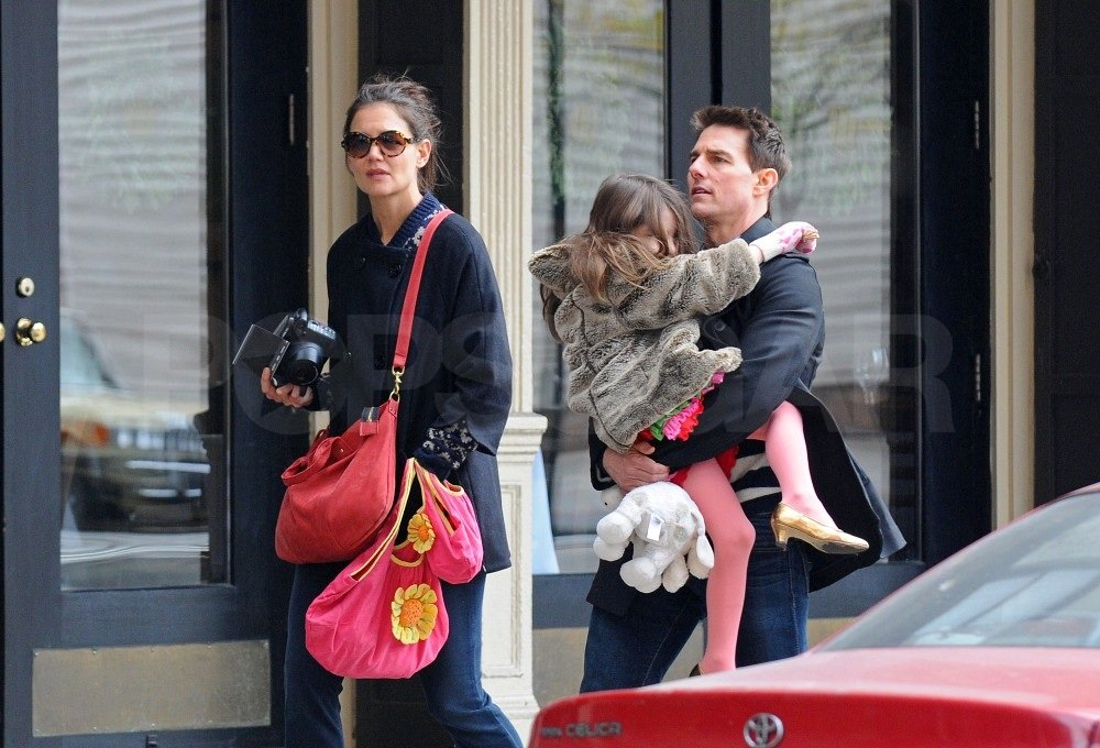 Tom touched down in the Big Apple and met up with Katie and Suri.