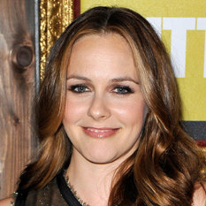 Alicia Silverstone Joining Suburgatory Cast