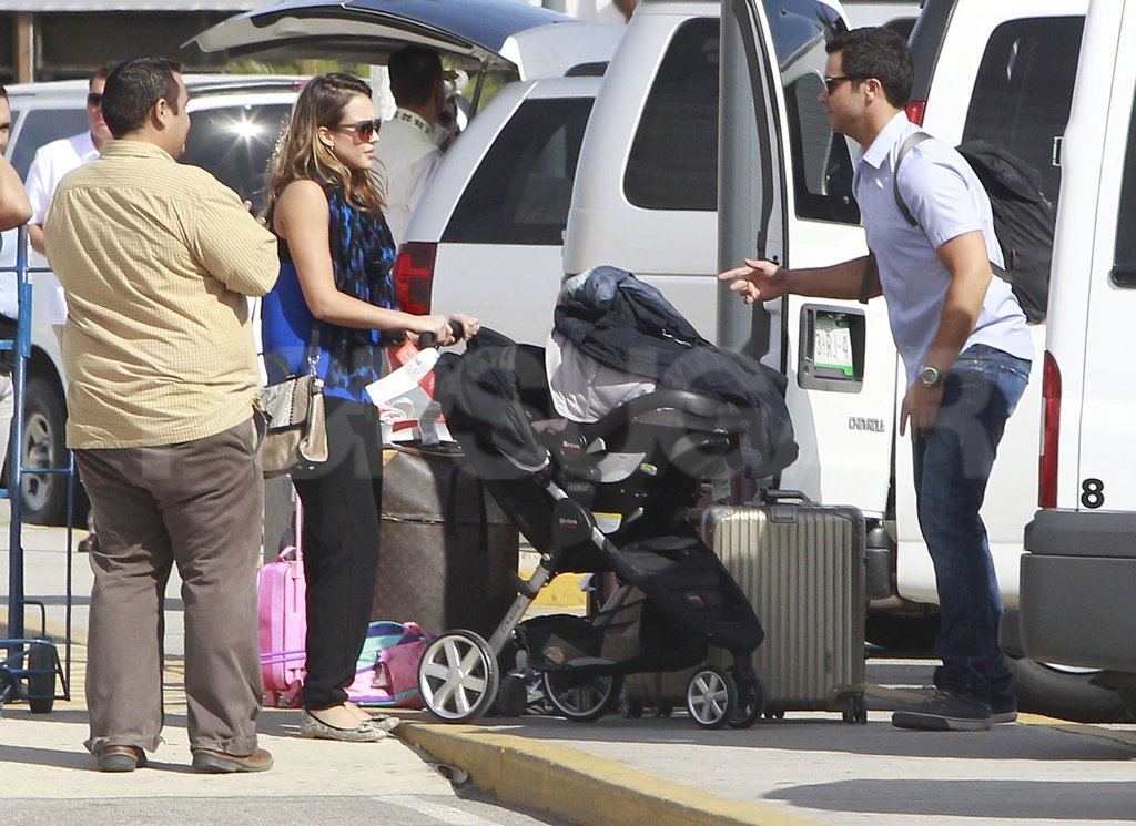 Jessica Alba and Cash Warren worked out their luggage situation.