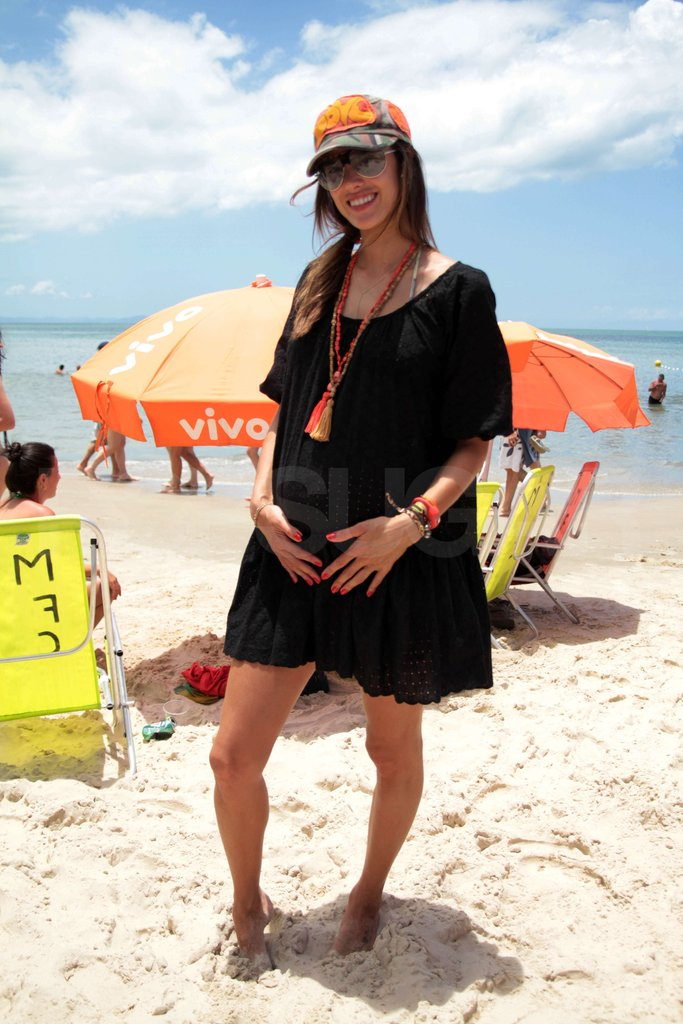 Alessandra supported her baby bump.