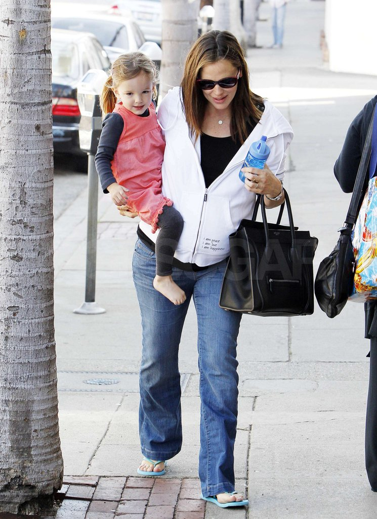 Jennifer Garner carried Seraphina Affleck.