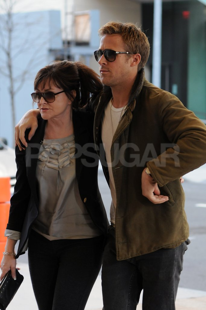 Ryan Gosling put his arm around his mom, Donna Gosling.