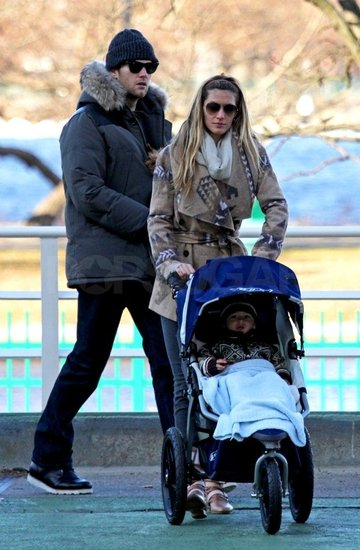 Gisele pushed Benjamin in his stroller.