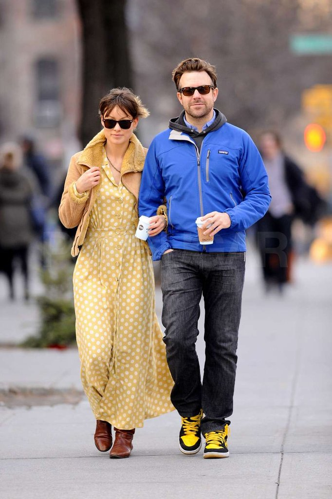 Olivia Wilde put her arm in Jason Sudeikis's.