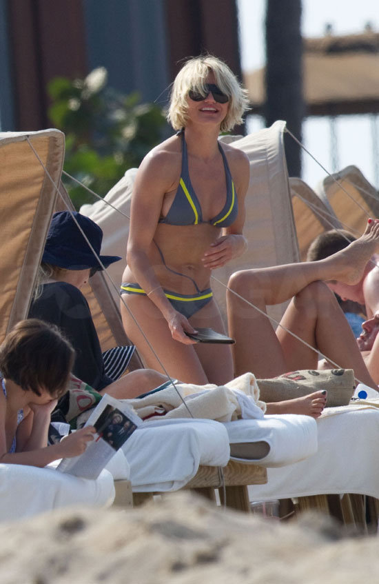 Cameron Diaz showed off her sporty bikini on a Hawaiian vacation.