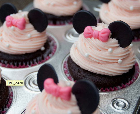 Minnie Mouse Birthday Cakes on Cheeky D In Heels  I M Planning A Second Birthday Party