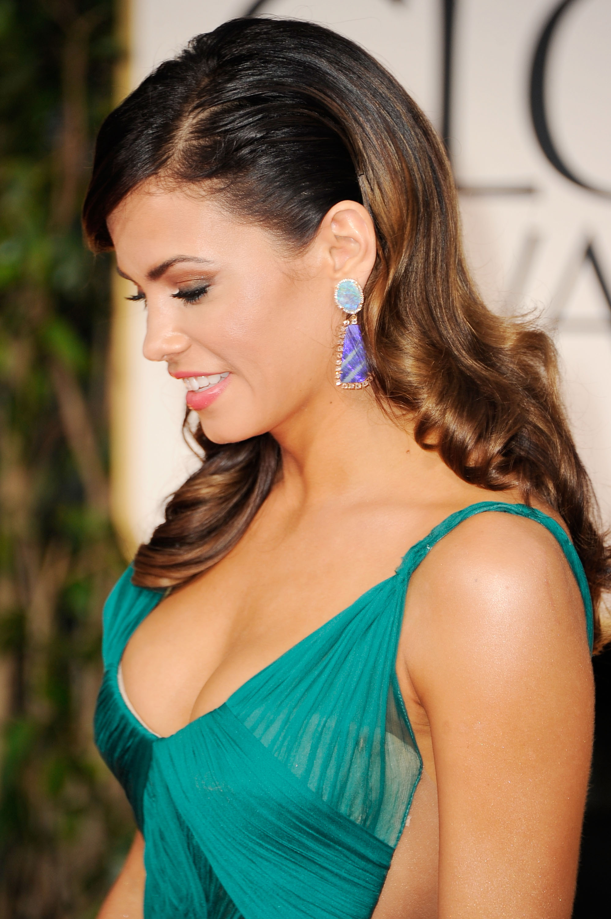 Jenna Dewan in a green dress at the Golden Globes.
