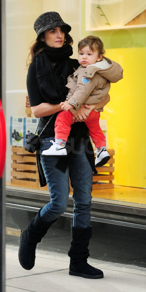 Penelope Cruz carrying Leo Bardem around London.