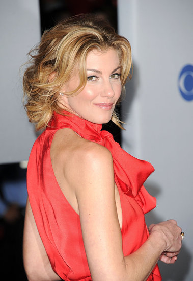 Faith Hill gave a back glance before heading into the People 39s Choice Awards